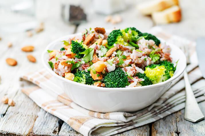 Die vegane Variante – Brokkoli und Kichererbsen mit Mandeln und Koriander