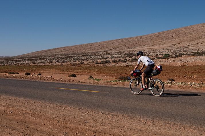 Till Schenk auf einer Fahrradreise in verlassenen Gegenden