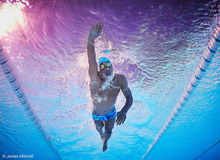 Ein Schwimmer beim Kraulen.