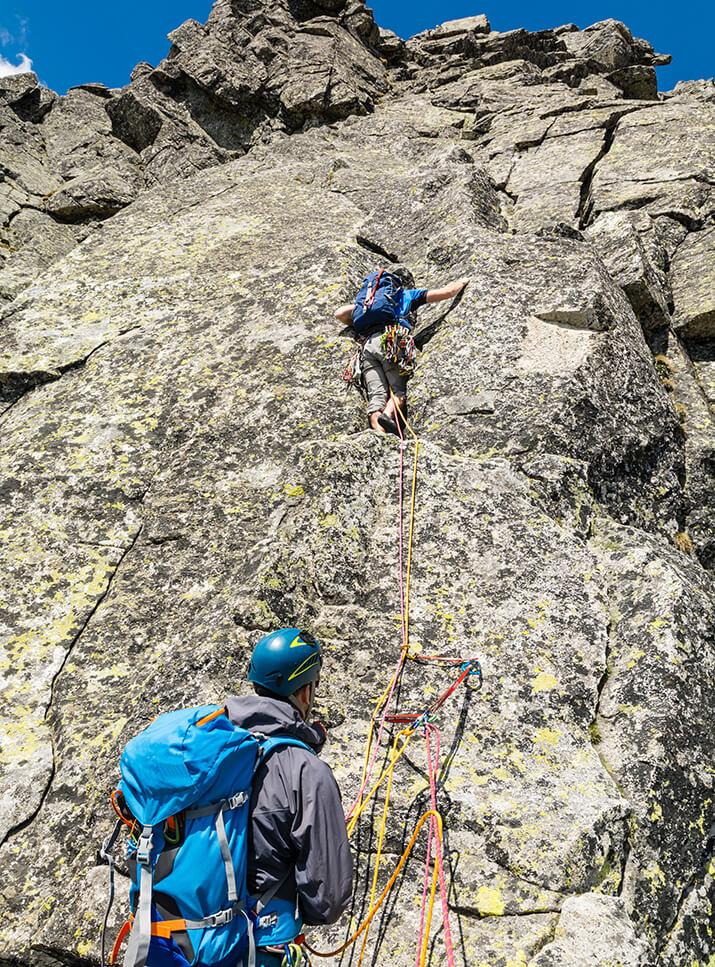 Vorstieg und Nachstieg Klettern