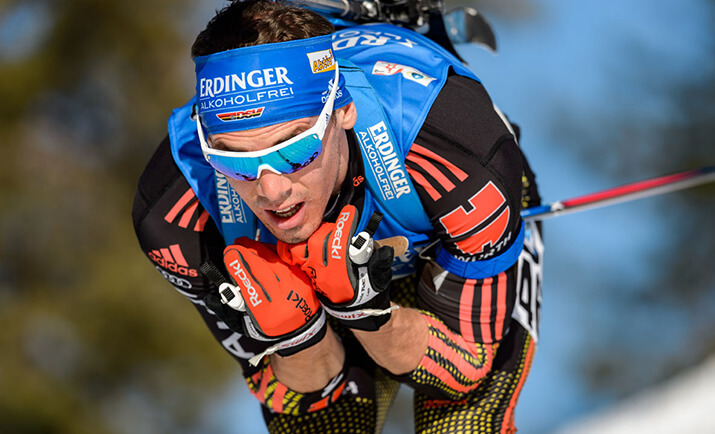 """Auf besonders steilen Abfahrten erreichen Biathleten mit der """"Free Skate""""-Technik über 70 km/h."""