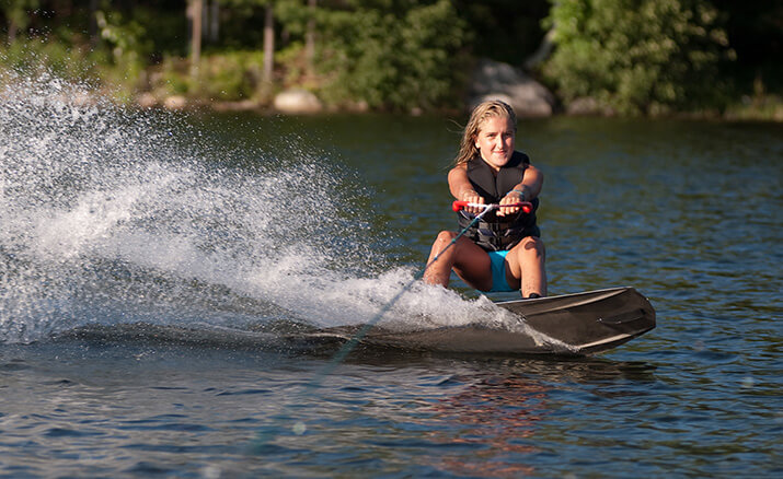 Mit Power über den See: Wakeboarding