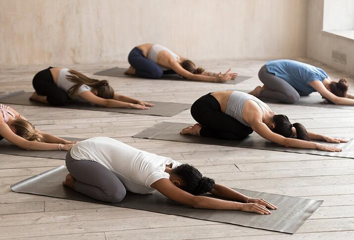 3. Die Kindspose im Yoga: Pausen im Alltag machen