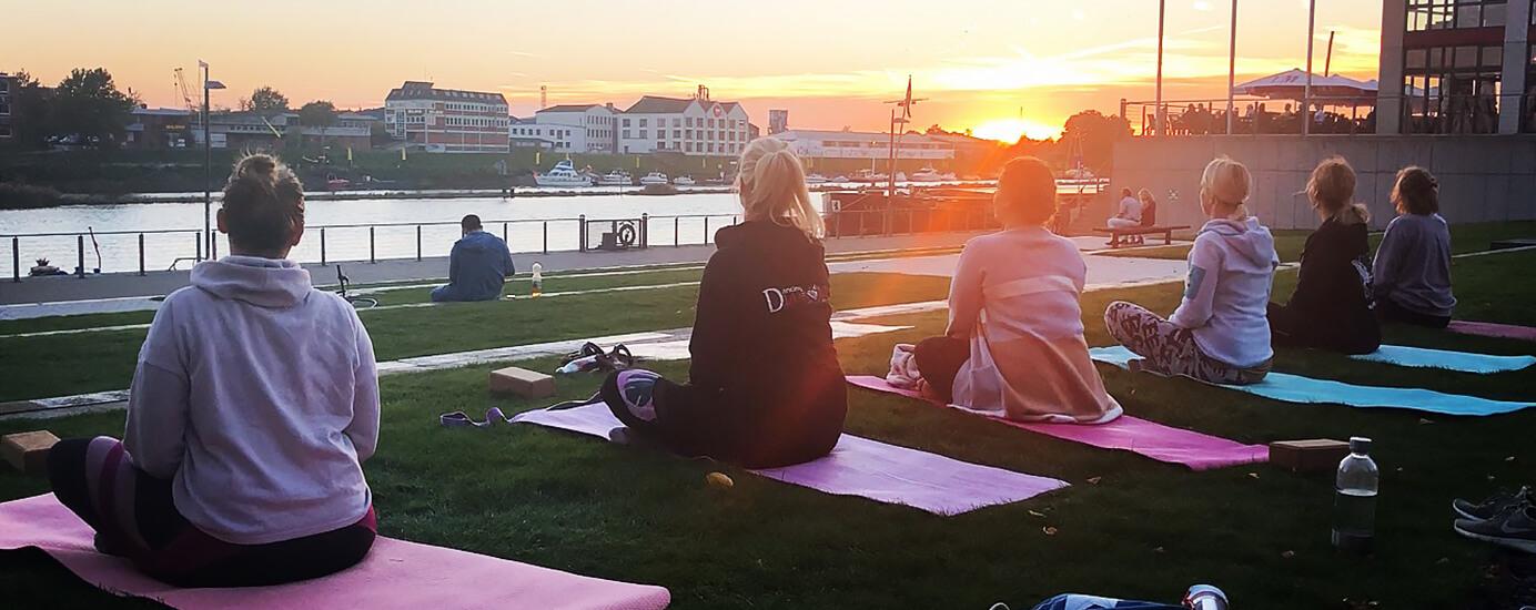 Pop-up-Yoga – spontan im Alltag entspannen?